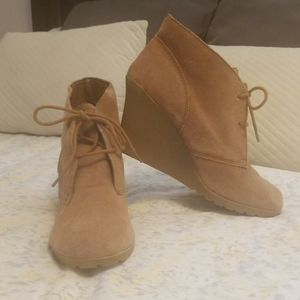 White mountain barely worn wedge booties size 10